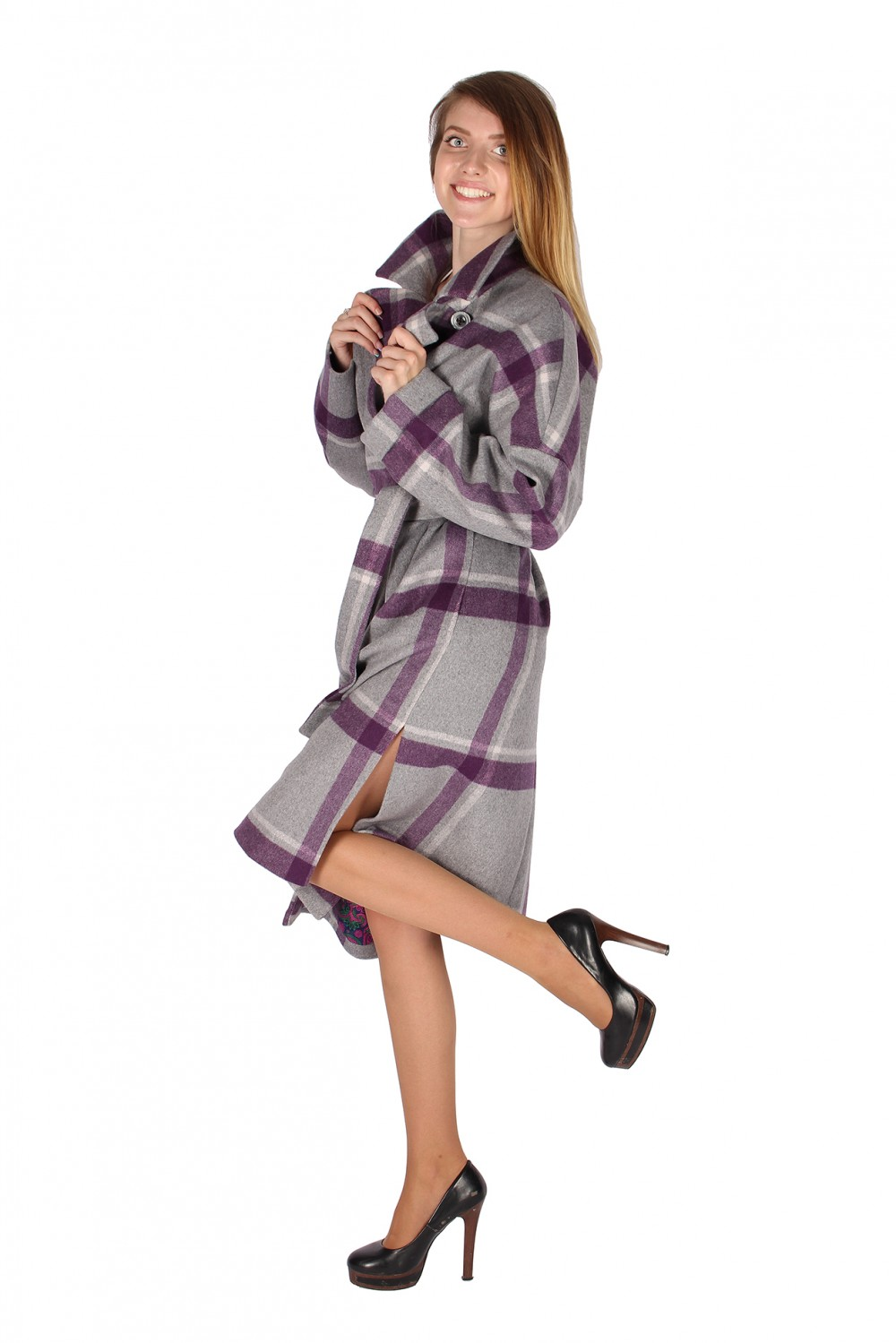 Купить оптом Пальто женское фиолетового цвета 16304F в Новосибирске