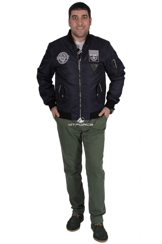 Купить оптом Куртка-бомбер мужской свободного кроя темно-синего цвета 17021TS