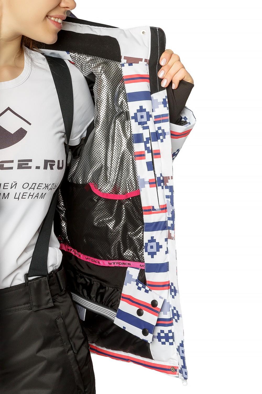Купить оптом Костюм горнолыжный женский белого цвета 01795Bl в Екатеринбурге