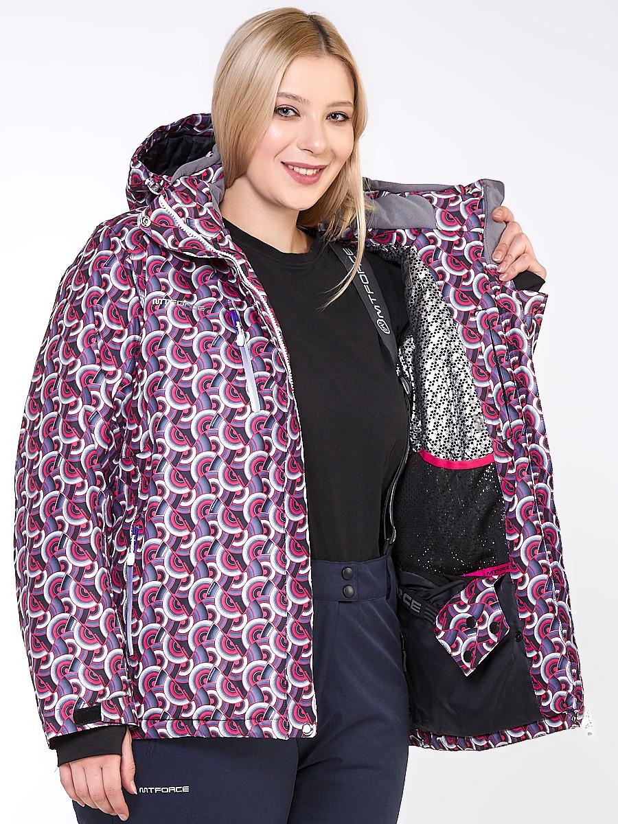 Купить оптом Куртка горнолыжная женская большого размера малинового цвета 18112M в Перми