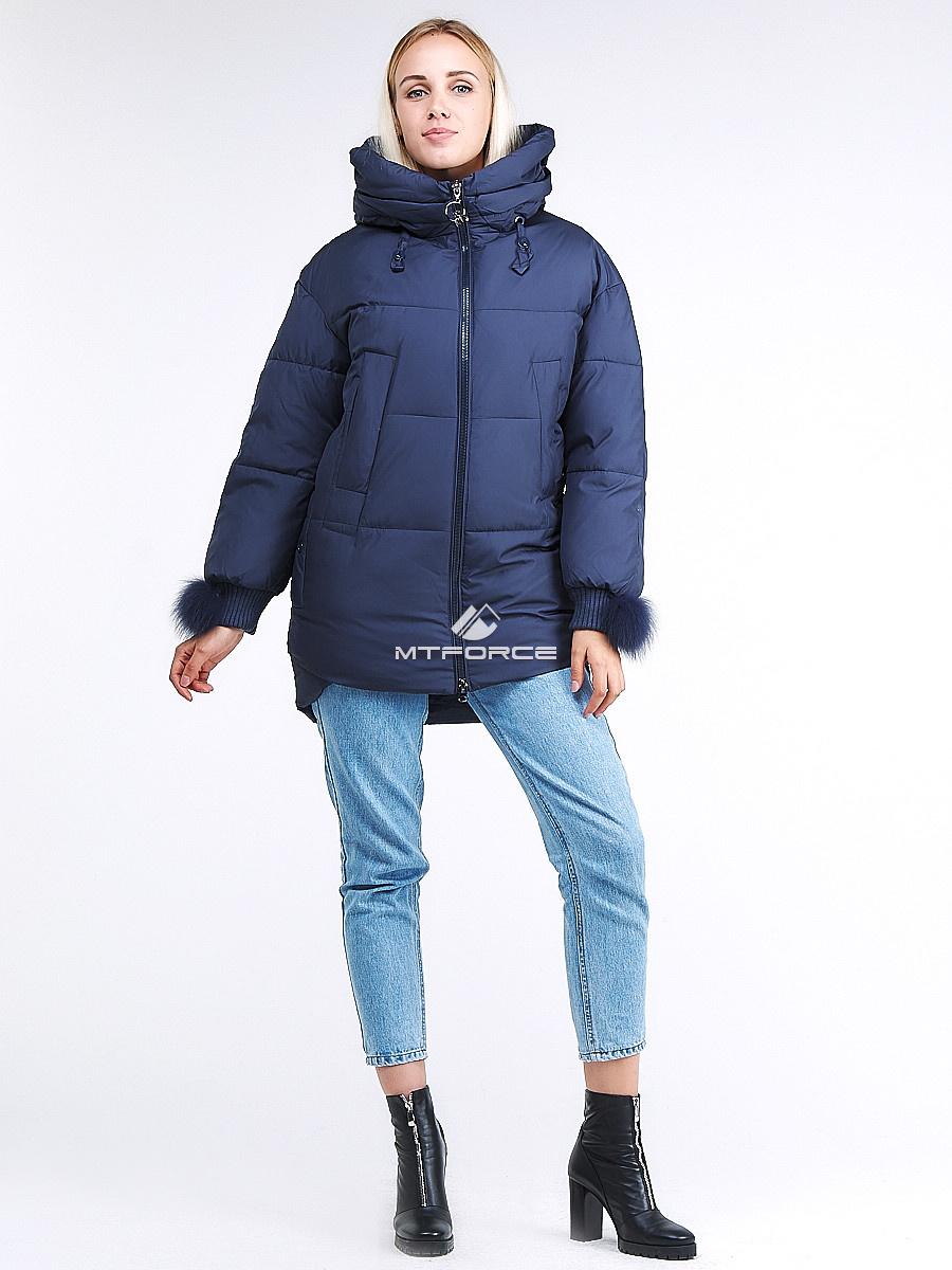 Купить оптом Куртка зимняя женская молодежная с помпонами темно-синего цвета 1943_22TS в Казани