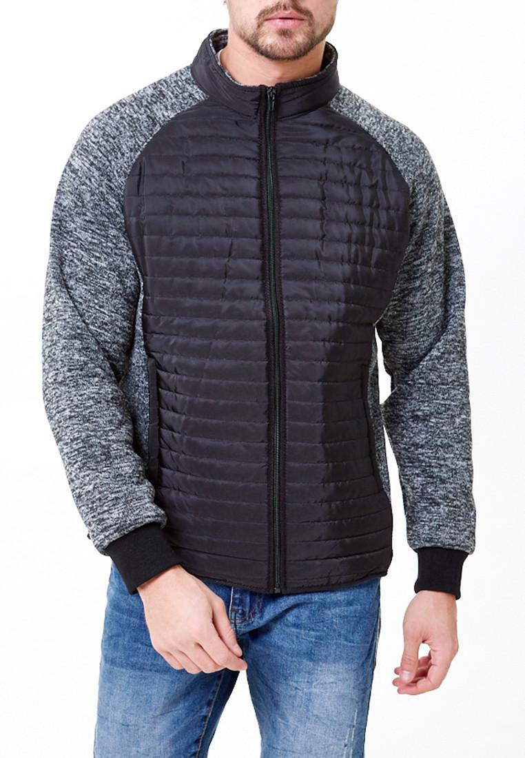 Купить оптом Молодежная стеганная куртка мужская черного цвета 1961Ch в Омске