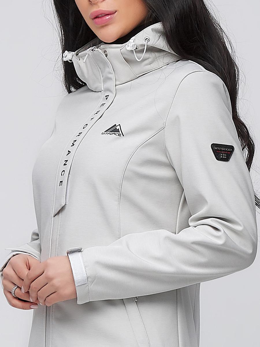 Купить оптом Парка женская осенняя весенняя softshell светло-серого цвета 2021SS
