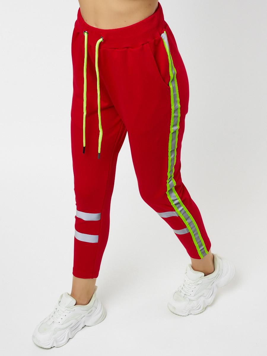 Купить оптом Брюки зауженные женские красного цвета 226620Kr в Екатеринбурге