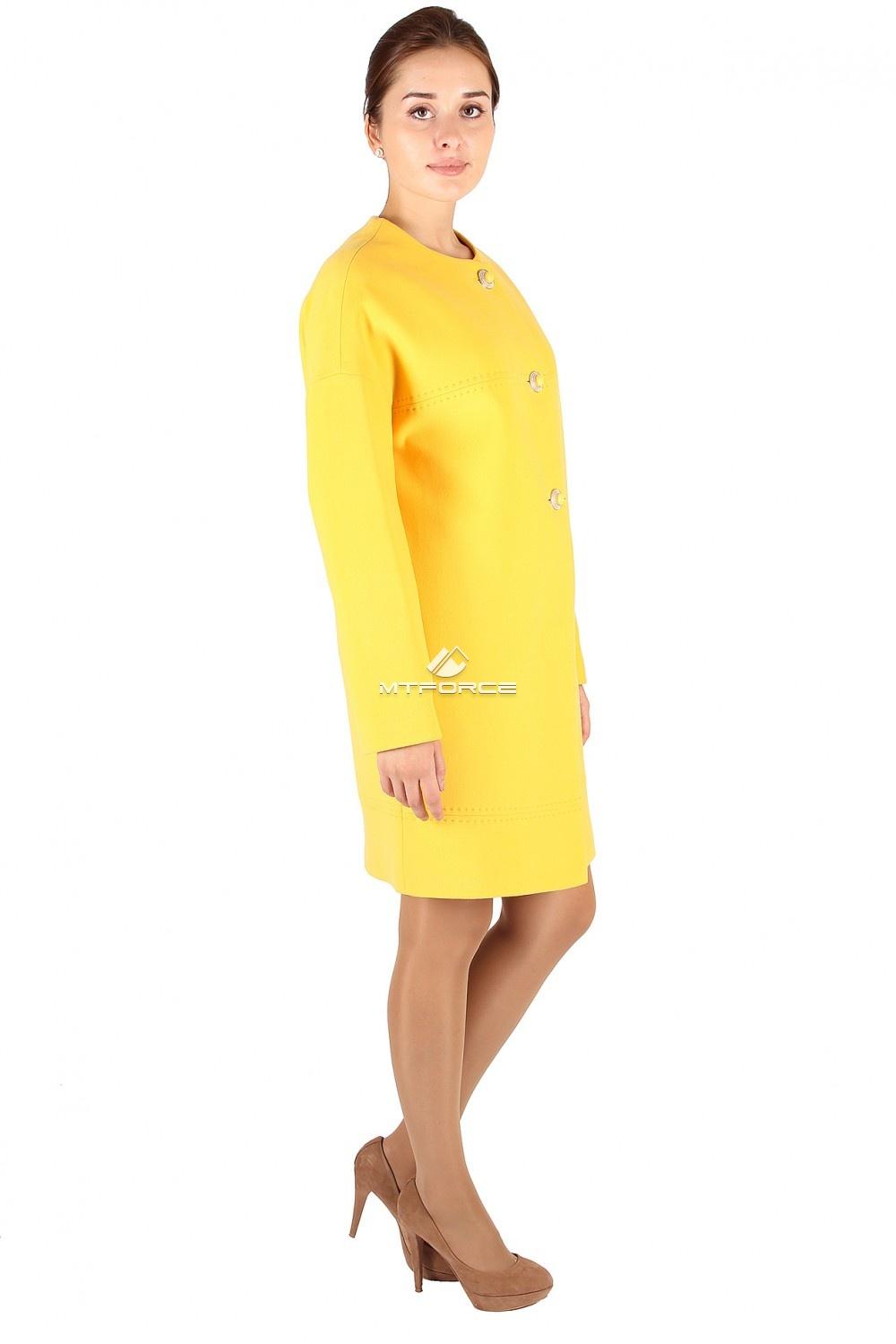 Купить оптом Пальто женское желтого цвета 369J в Санкт-Петербурге