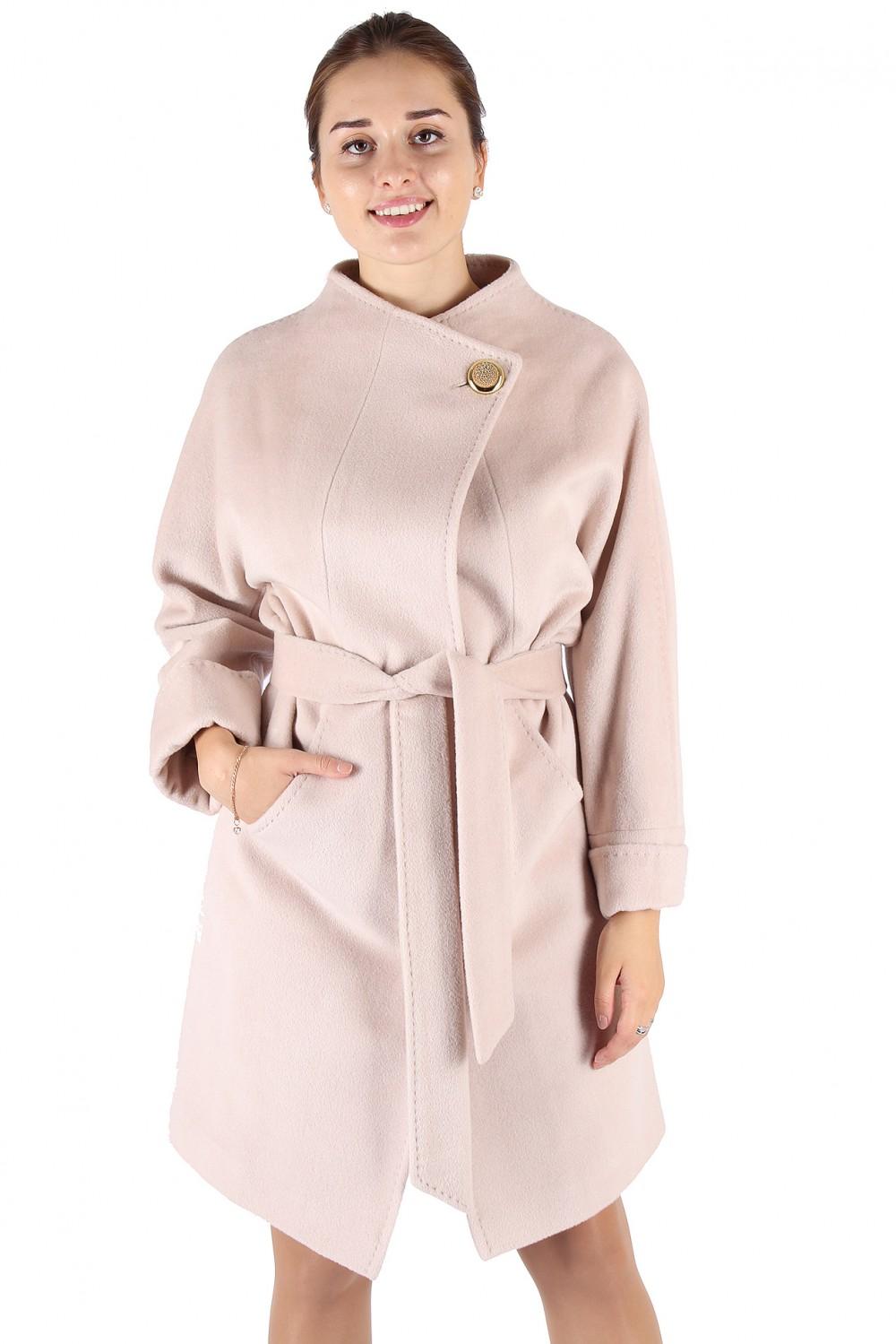 Купить оптом Пальто женское бежевого цвета 380B в Воронеже