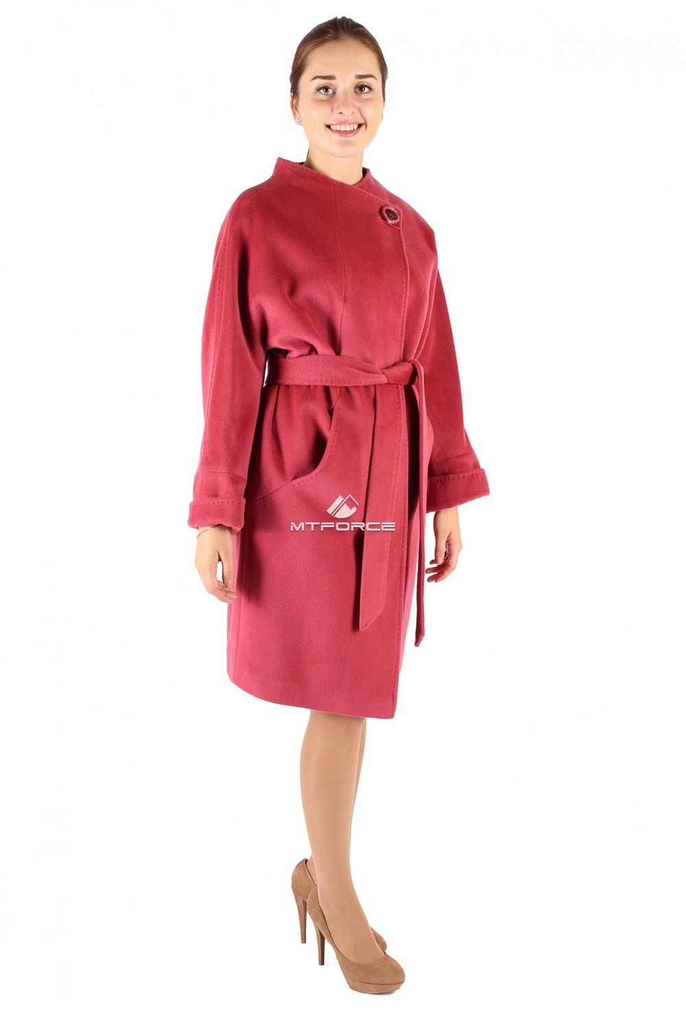 Купить оптом Пальто женское малинового цвета 380M в Новосибирске