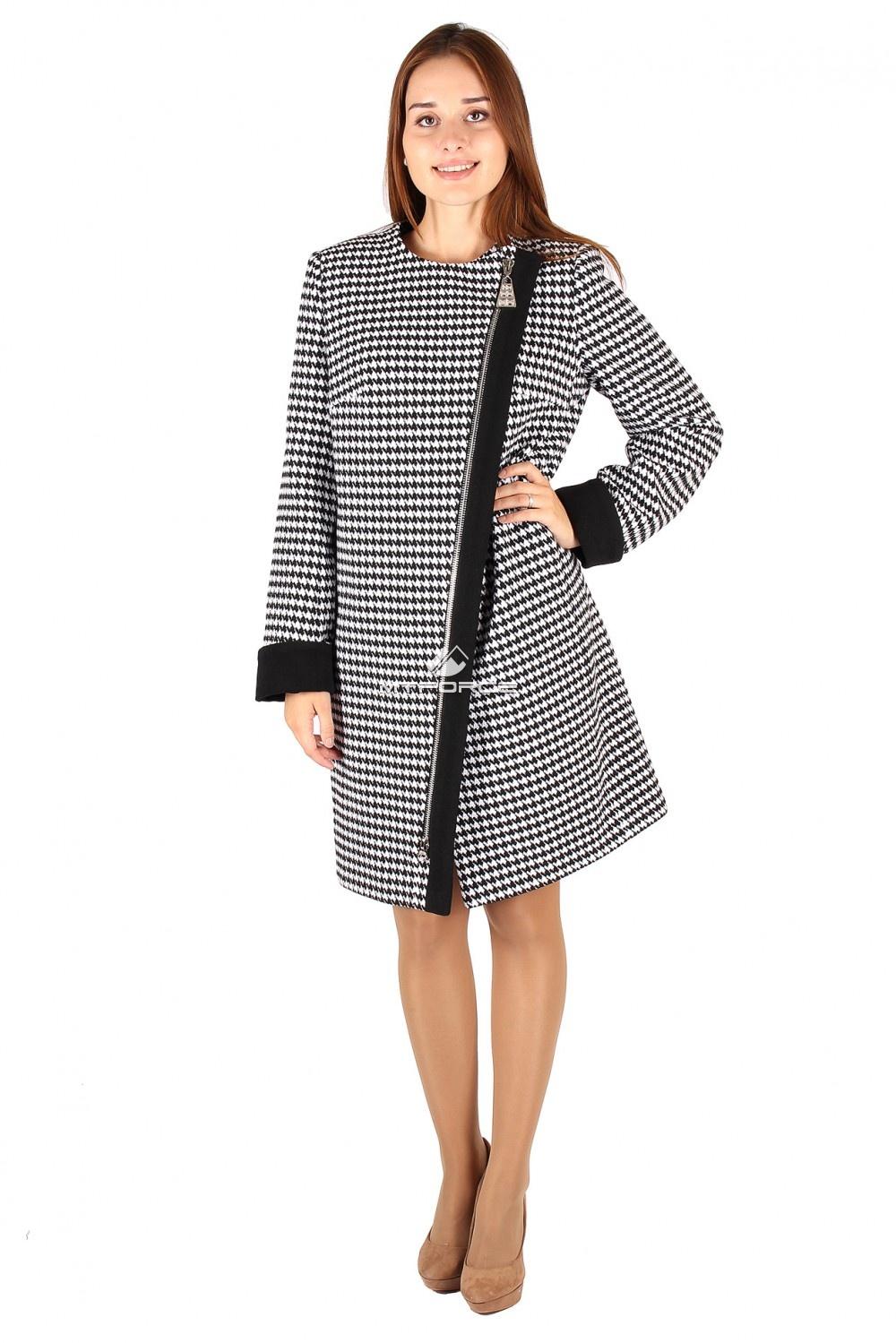 Купить оптом Пальто женское черно-белого цвета 394ChBl в Санкт-Петербурге