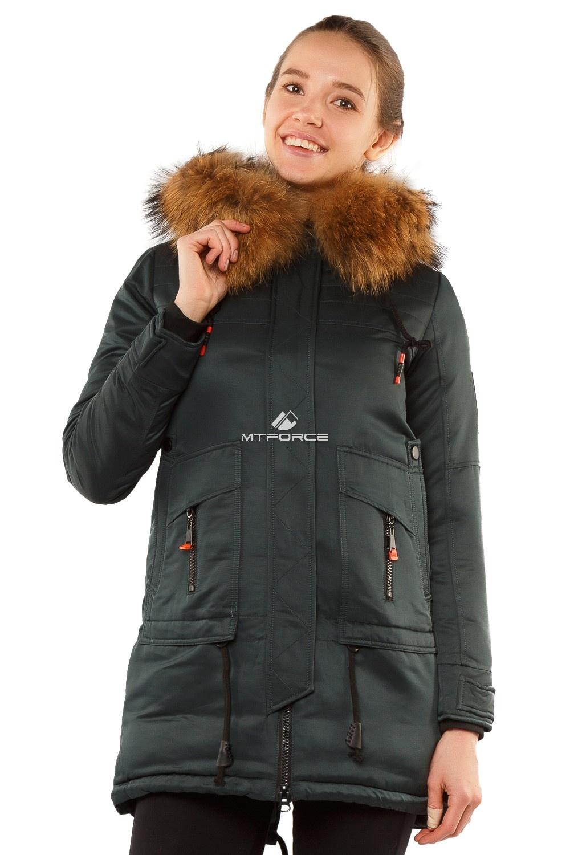 Купить оптом Куртка парка с натуральным мехом енот темно-зеленого цвета 7170TZ