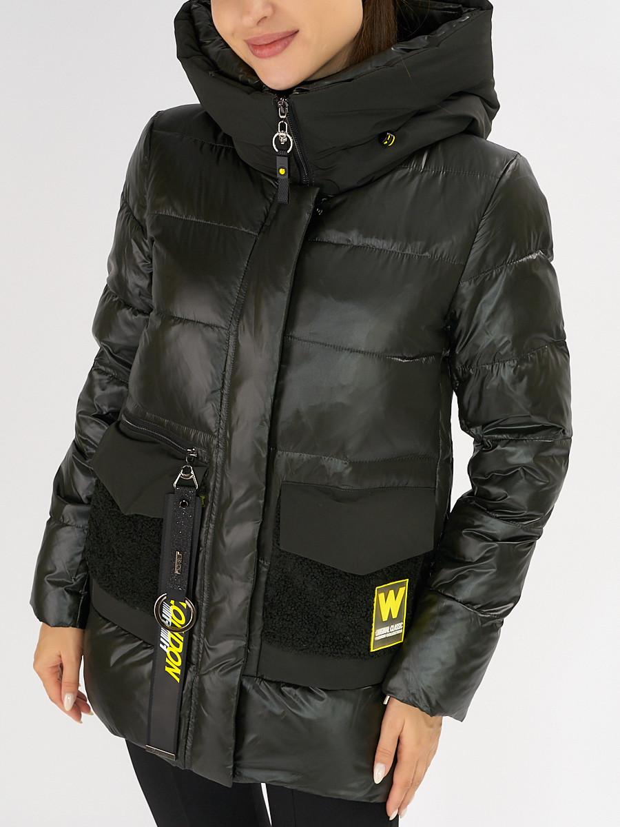 Купить оптом Куртка зимняя болотного цвета 7389Bt в Екатеринбурге