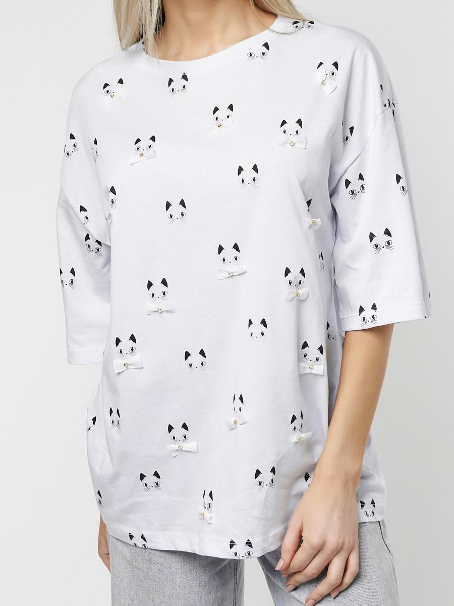 Купить оптом Женские футболки с принтом белого цвета 76032Bl в Екатеринбурге