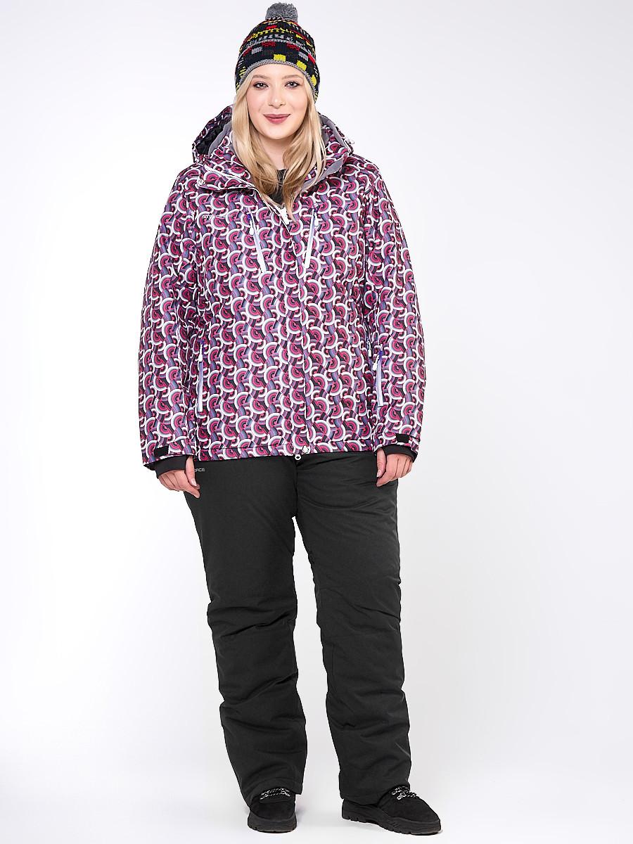 Купить оптом Костюм горнолыжный женский большого размера малинового цвета 018112М в  Красноярске
