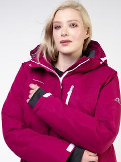 Купить оптом женскую зимнюю горнолыжную куртку большого размера малинового цвета в интернет магазине MTFORCE 11982M