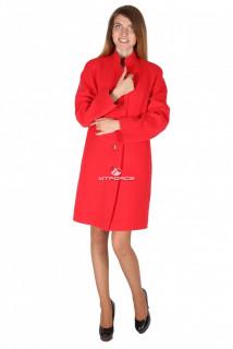 Купить оптом пальто женское красного цвета 15193Kr в интернет магазине MTFORCE.RU
