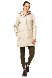 Купить оптом куртка парка демисезонная женская писк сезона бежевого цвета 17099B в интернет магазине MTFORCE.RU