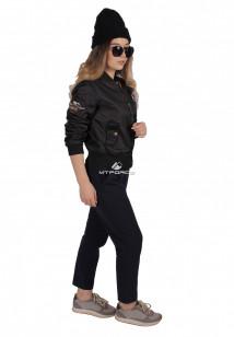 Куртка-бомбер женская свободного кроя из нейлона черного цвета 1983Ch в интернет магазине MTFORCE.RU