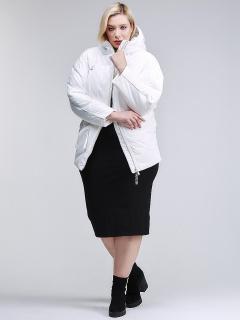 Купить оптом женскую зимнюю классику куртку стеганную белого цвета в интернет магазине MTFORCE 76-912_31Bl