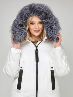 Купить оптом женскую зимнюю молодежную куртку большого размера белого цвета в интернет магазине MTFORCE 88-953_31Bl
