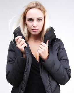 Купить оптом женскую зимнюю классику куртку с капюшоном черного цвета в интернет магазине MTFORCE 9102_01Ch