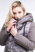 Оптом Куртка зимняя женская классическая коричневого цвета 100-916_48K в Нижнем Новгороде, фото 7