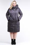 Оптом Куртка зимняя женская стеганная темно-серого цвета 105-917_58TC в Екатеринбурге