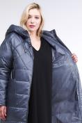 Оптом Куртка зимняя женская стеганная темно-серого цвета 105-918_25TC в  Красноярске, фото 4