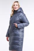 Оптом Куртка зимняя женская стеганная темно-серого цвета 105-918_25TC в  Красноярске, фото 3