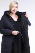 Оптом Куртка зимняя женская классическая темно-синего цвета 110-905_18TS в Казани, фото 7