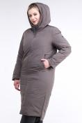 Оптом Куртка зимняя женская удлиненная коричневого цвета 112-919_48K в  Красноярске, фото 5