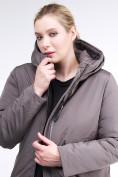 Оптом Куртка зимняя женская удлиненная коричневого цвета 112-919_48K в  Красноярске, фото 7