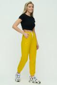 Оптом Штаны джоггеры женские желтого цвета 1302J в Екатеринбурге, фото 2