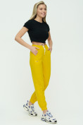 Оптом Штаны джоггеры женские желтого цвета 1302J в Екатеринбурге, фото 3