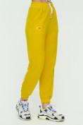 Оптом Штаны джоггеры женские желтого цвета 1302J в Екатеринбурге, фото 7