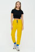 Оптом Спортивные брюки женские желтого цвета 1307J в Екатеринбурге