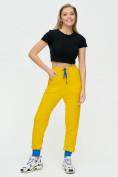 Оптом Спортивные брюки женские желтого цвета 1307J в Екатеринбурге, фото 2
