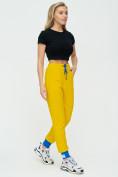 Оптом Спортивные брюки женские желтого цвета 1307J в Екатеринбурге, фото 3