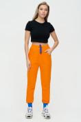 Оптом Спортивные брюки женские оранжевого цвета 1307O в Екатеринбурге, фото 2