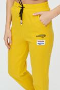 Оптом Штаны джоггеры женские желтого цвета 1312J в Казани, фото 17