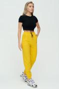 Оптом Штаны джоггеры женские желтого цвета 1312J в Казани, фото 3