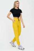 Оптом Штаны джоггеры женские желтого цвета 1312J в Казани, фото 5