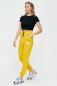 Оптом Штаны джоггеры женские желтого цвета 1312J в Казани, фото 6