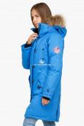 Оптом Куртка парка зимняя женская синего цвета 1805S в Казани, фото 4