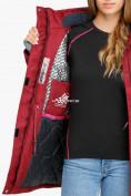 Оптом Куртка парка зимняя женская бордового цвета 18113B в  Красноярске, фото 7