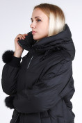Оптом Куртка зимняя женская молодежная с помпонами черного цвета 1943_01Ch в Нижнем Новгороде, фото 8