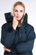 Оптом Куртка зимняя женская молодежная с помпонами  темно-зеленого цвета 1943_03TZ в  Красноярске, фото 7