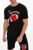 Оптом Мужские футболки с принтом черного цвета 221414Ch в Екатеринбурге