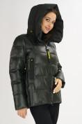 Оптом Куртка зимняя big size болотного цвета 72117Bt в Екатеринбурге, фото 12