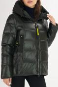 Оптом Куртка зимняя big size болотного цвета 72117Bt в Екатеринбурге, фото 7