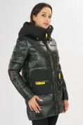 Оптом Куртка зимняя болотного цвета 7501Bt в Екатеринбурге, фото 6