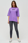 Оптом Женские футболки с надписями фиолетового цвета 76017F в Екатеринбурге